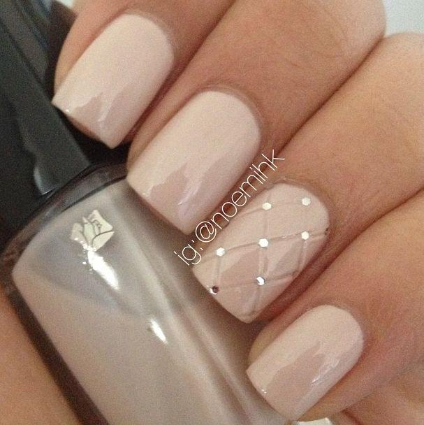 Fishnet Accent Nail