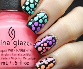 Mani pink marshmallow scotch tape zigzag nails neon striped nails