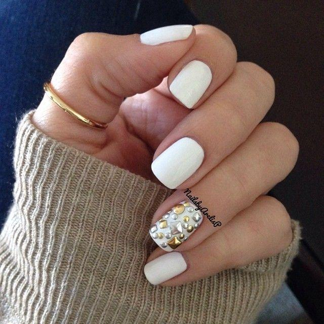 White Mani Studded Accent