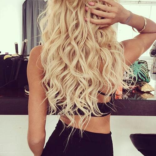 gorgeous loose blonde curls